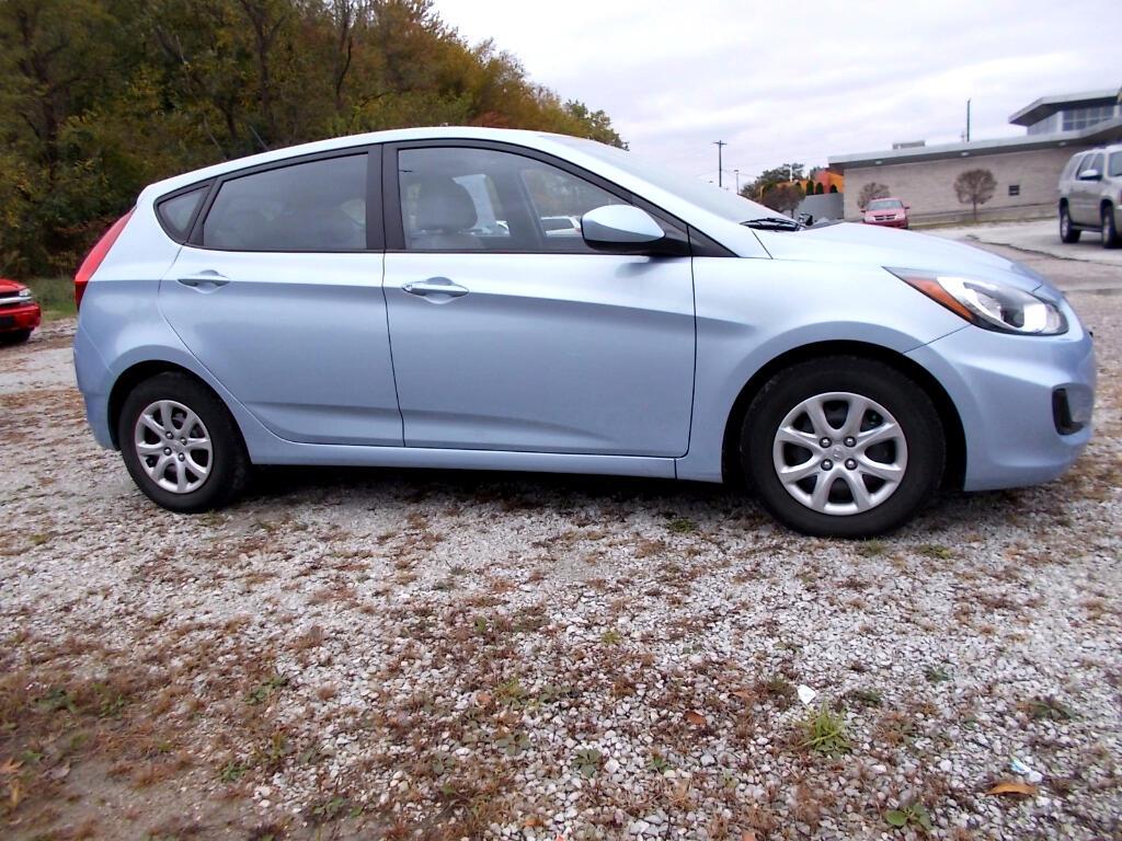 2012 Hyundai Accent GS 5-Door