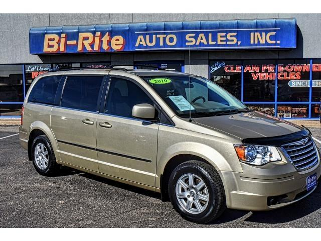 2010 Chrysler Town & Country GREAT FOR THE FAMILY