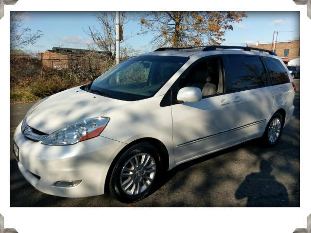 2008 Toyota Sienna XLE Limited with Factory Navigation