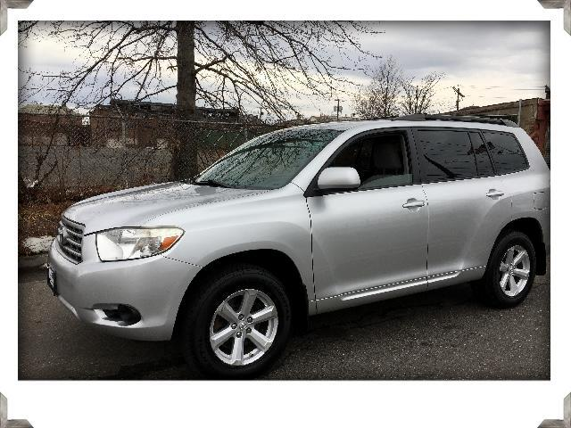 2009 Toyota Highlander 4WD with Sunroof & Third Seat