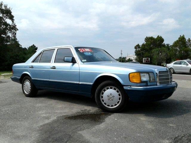 1991 Mercedes-Benz 300 SE sedan