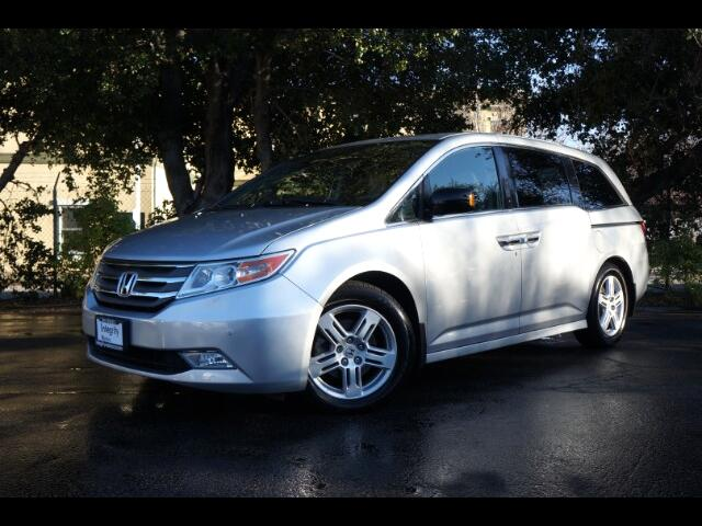2013 Honda Odyssey Touring  w/ DVD and Navigation