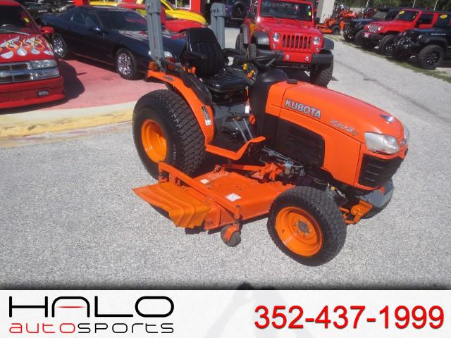 2011 Kubota Tractor 3030 BELLY MOWER 4X4