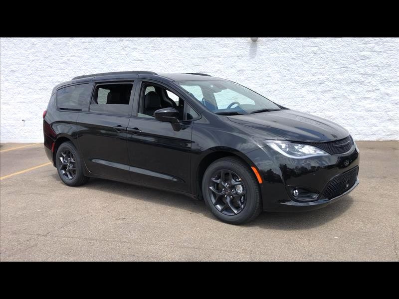 New 2019 CHRYSLER Pacifica Touring-L Plus