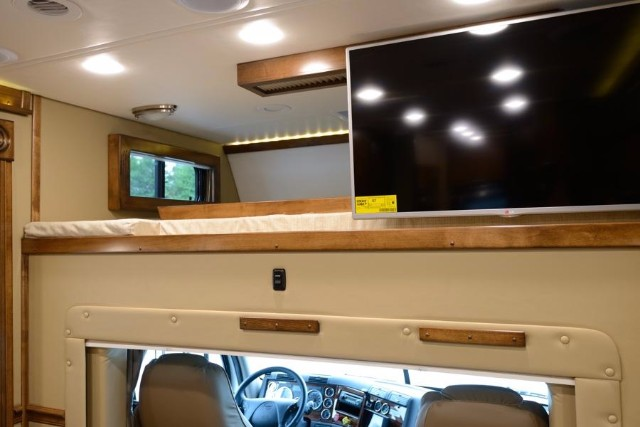 2018 Renegade Toterhome Cascadia 17ft Box 2 Slides