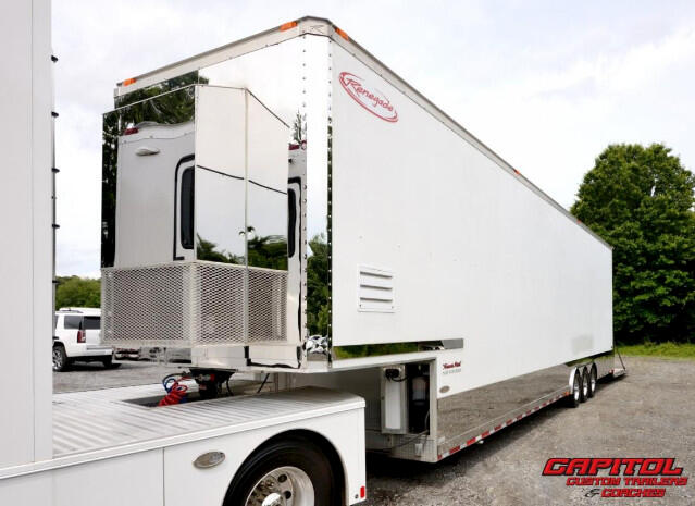 2005 Renegade Trailer 44FT Lift Gate