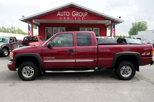 2004 GMC Sierra 2500HD WOW This One Is a BEAUTY If you want a hard working pickup you have got to