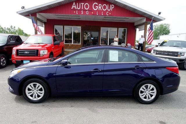 2012 Hyundai Sonata Meet our stunning 2012 Sonata GLS trimmed in Pacific Blue Pearl Hyundai proves