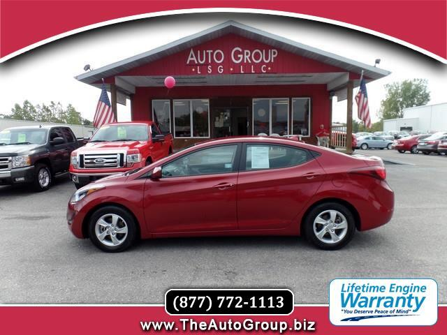 2015 Hyundai Elantra With athletic finesse and sporty sophistication our 2015 Hyundai Elantra SE is