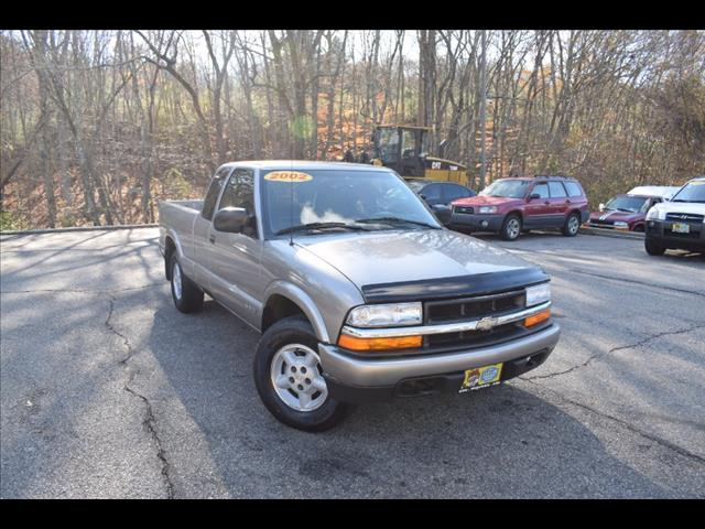 2002 Chevrolet S10 Pickup Ext Cab 123' WB 4WD LS