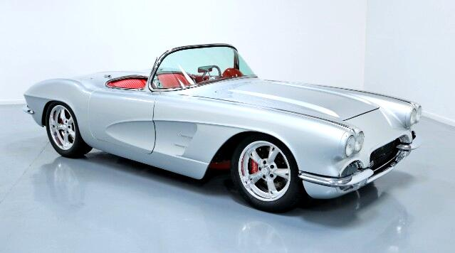 1962 Chevrolet Corvette Custom Coupe Retro-Mod