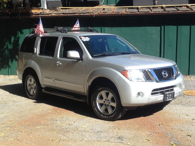 used 2012 nissan pathfinder sv 4wd for sale in wappingers. Black Bedroom Furniture Sets. Home Design Ideas