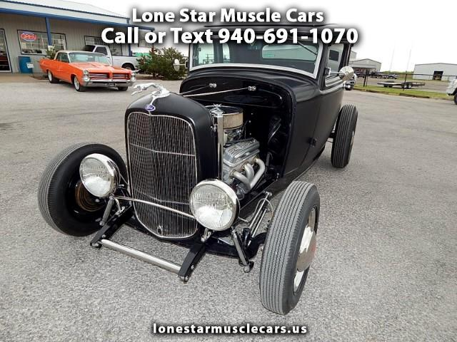 1932 Ford 2 Door Five Window Coupe