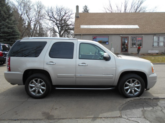 used 2009 gmc yukon denali 4wd for sale in oakdale mn. Black Bedroom Furniture Sets. Home Design Ideas