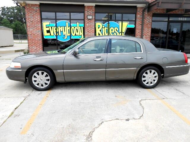 2004 Lincoln Town Car Visit Everybody Rides 2 online at wwweverybodyrides1com to see more picture