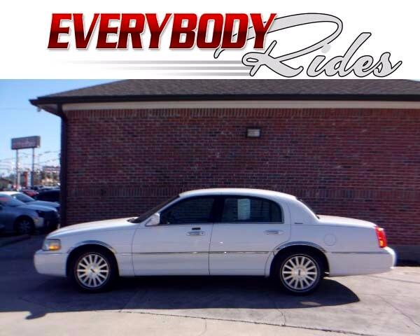 2003 Lincoln Town Car Visit Everybody Rides 2 online at wwweverybodyrides1com to see more picture