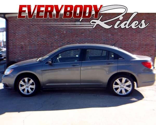 2013 Chrysler 200 Visit Everybody Rides 2 online at wwweverybodyrides1com to see more pictures of