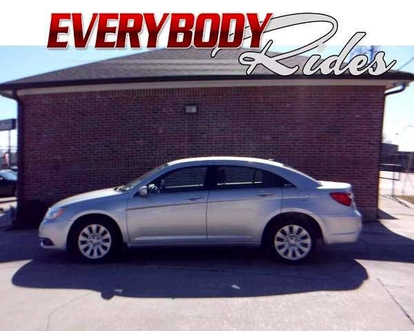 2012 Chrysler 200 Visit Everybody Rides 2 online at wwweverybodyrides1com to see more pictures of