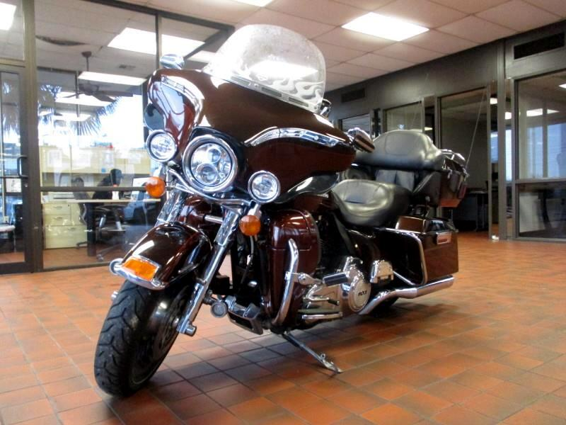 2011 Harley-Davidson FLHTK 1690CC NAV AMFM RADIO TOUR-PAK MOTORCYCLE LUGGAGE CAPACITY Visit Dons