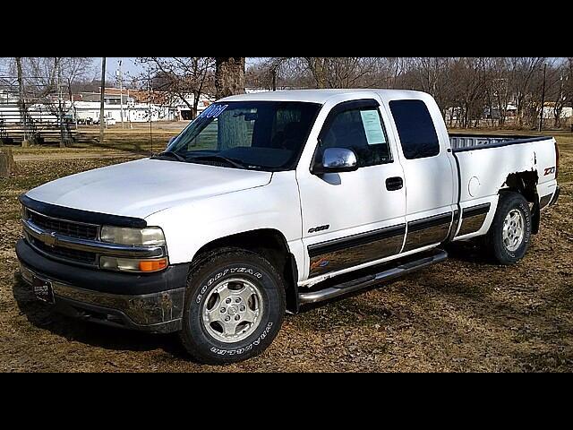 2001 Chevrolet Silverado 1500 Ext. Cab 4-Door Short Bed 4WD