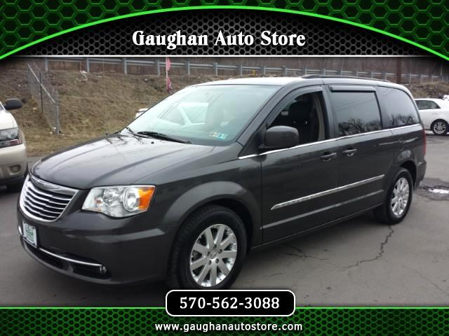 2015 Chrysler Town & Country Touring   Leather/Entertainment/Camera/Third Row S