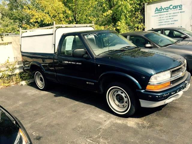 2001 Chevrolet S10 Pickup LS Long Bed 2WD