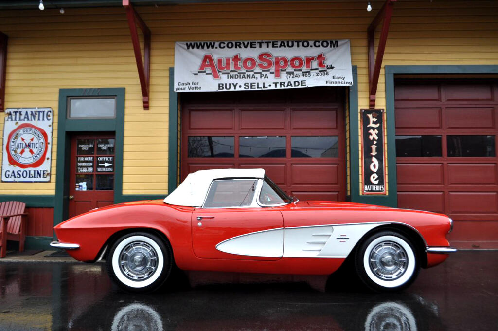 1961 Chevrolet Corvette Roman Red Red 4sp 230hp