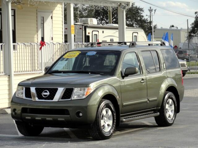 2005 Nissan Pathfinder SE 4-door