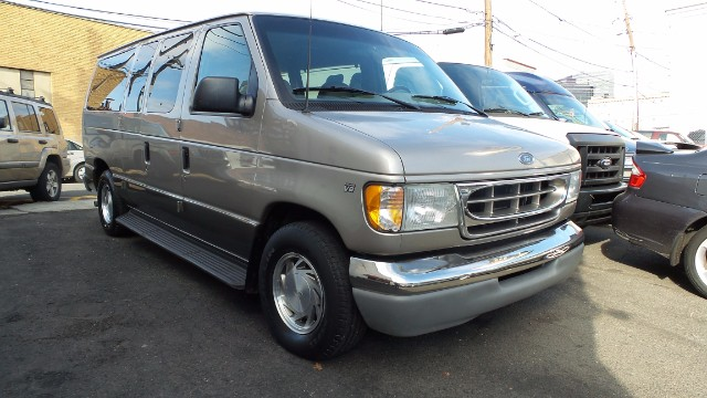 used 2002 ford econoline wagon for sale in newark nj 07102. Black Bedroom Furniture Sets. Home Design Ideas