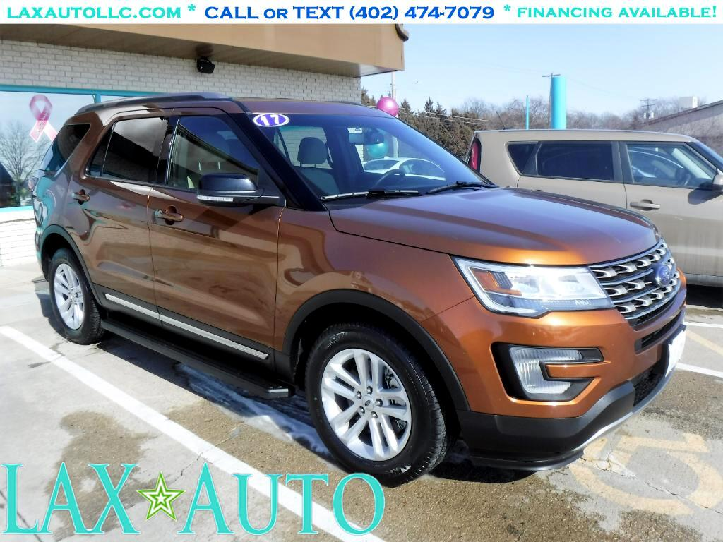 2017 Ford Explorer XLT * 3rd Row Seating! & Navi! * Back-up Cam! *