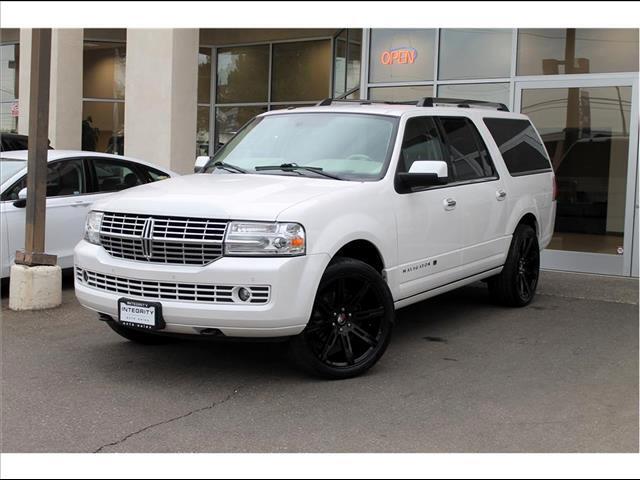 2013 Lincoln Navigator L 2WD