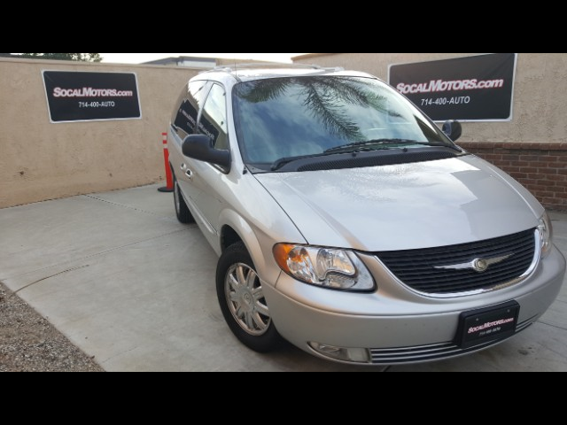 2004 Chrysler Town & Country Touring