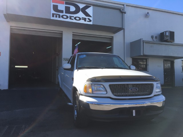 2002 Ford F-150 Lariat SuperCab Long Bed 2WD