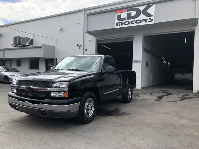 2003 Chevrolet Silverado 1500 Reg. Cab Short Bed 2WD
