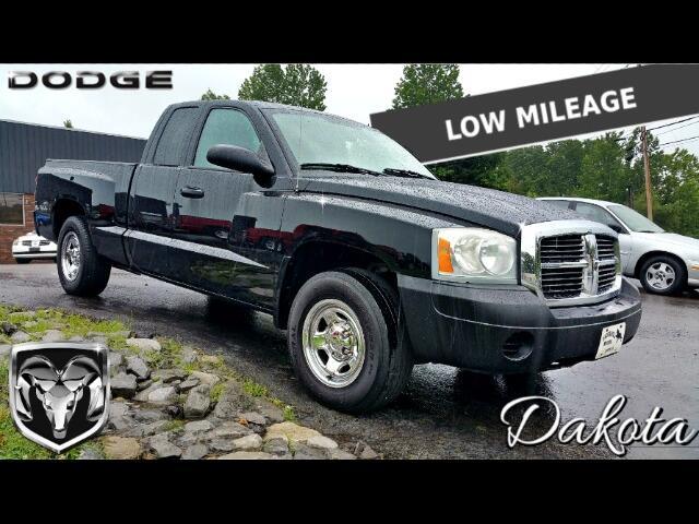 2005 Dodge Dakota ST Club Cab 2WD