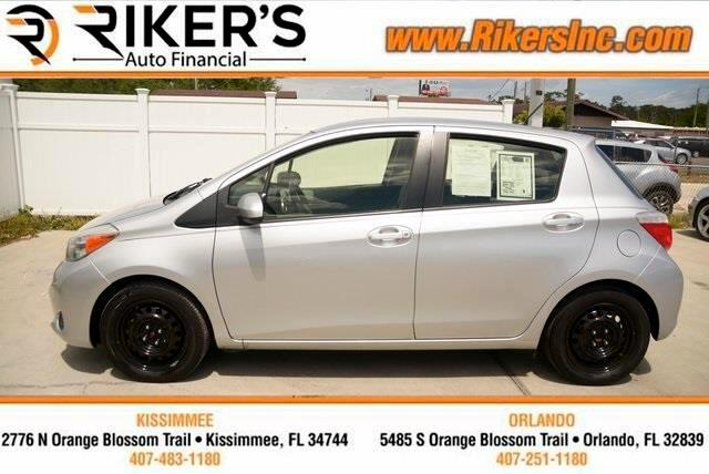2013 Toyota Yaris LE 5-Door AT