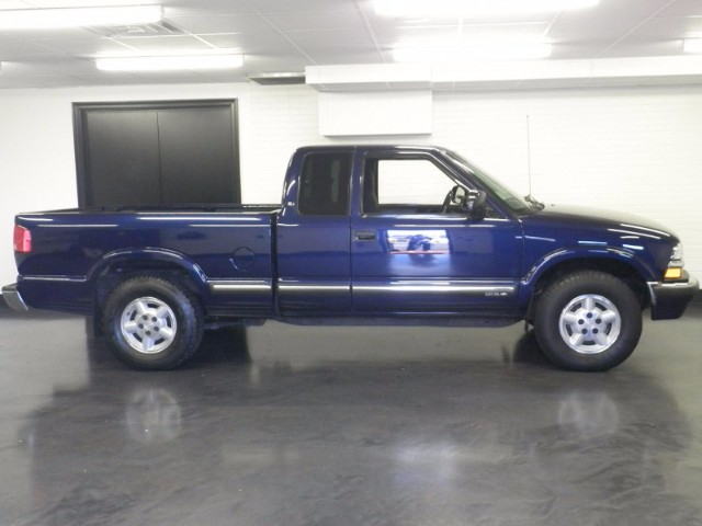 2003 Chevrolet S10 Pickup LS Ext. Cab 4WD
