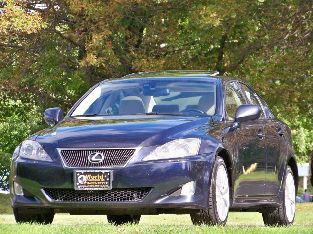 2008 Lexus IS , IS 250 AWD. GPS Navigation System. Heated Leathe