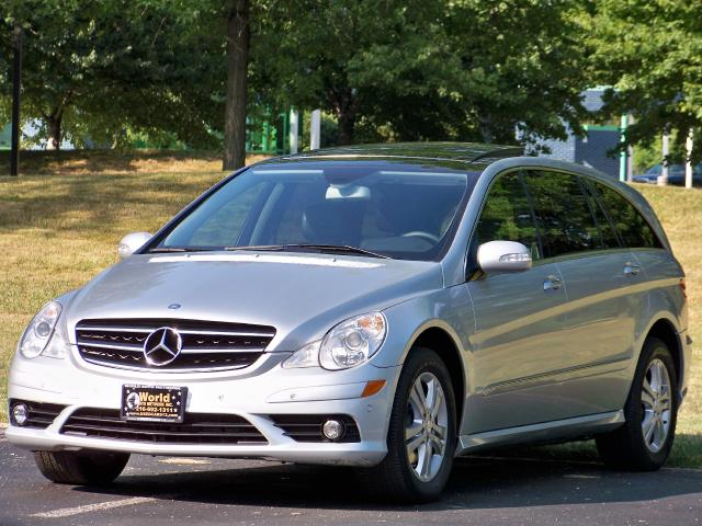2009 Mercedes-Benz R-Class R350 4Matic. GPS Navigation. Heated Leather Seats
