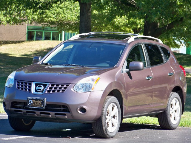 2010 Nissan Rogue SL 4WD. Low Mileage 101k. Power Sunroof Package. F