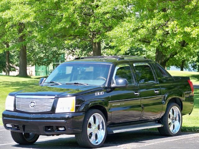 2002 Cadillac Escalade EXT 4WD. Heated Leather Seats & Power Sunroof with Sun