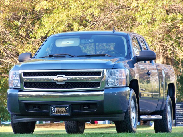 2008 Chevrolet Silverado 1500 LT Ext. Cab 4-Door Short Bed 4WD