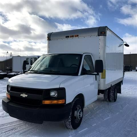 2012 Chevrolet Express 12' BOX W/ LIFT