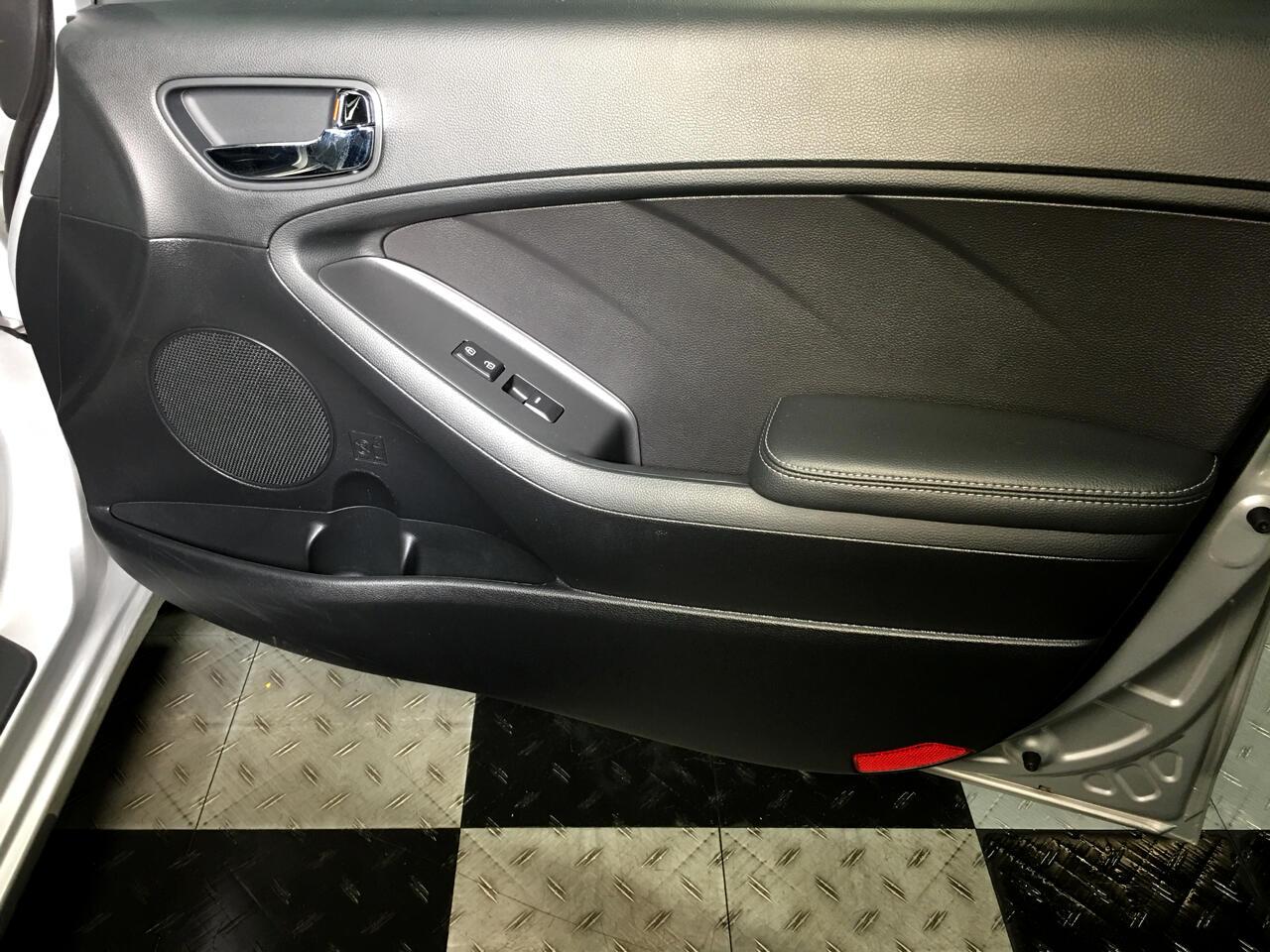Pre-Owned 2016 Kia Forte 4dr Sdn Man LX