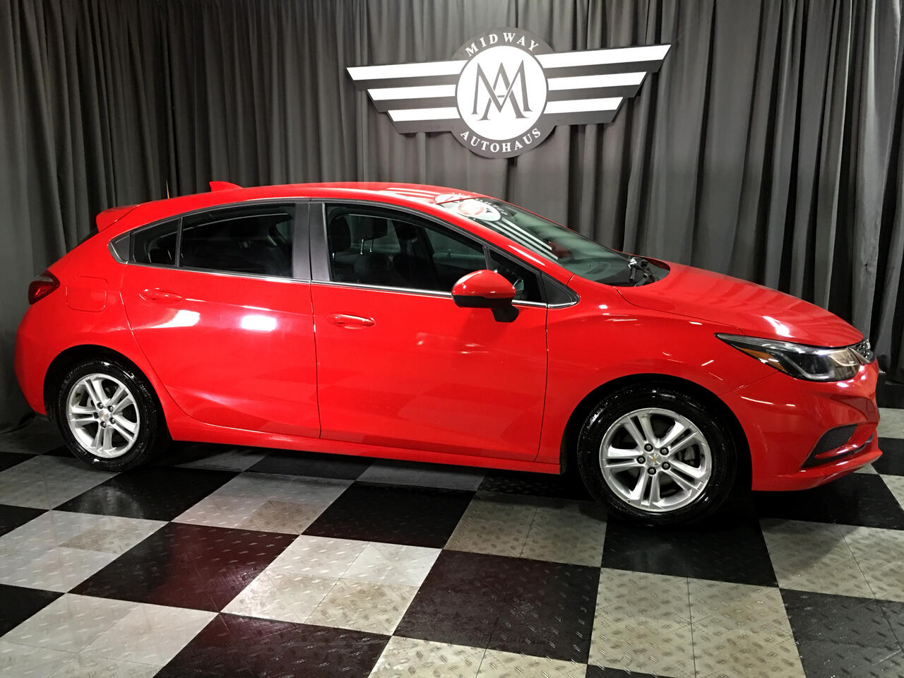 Pre-Owned 2017 Chevrolet Cruze 4dr HB 1.4L LT w/1SD