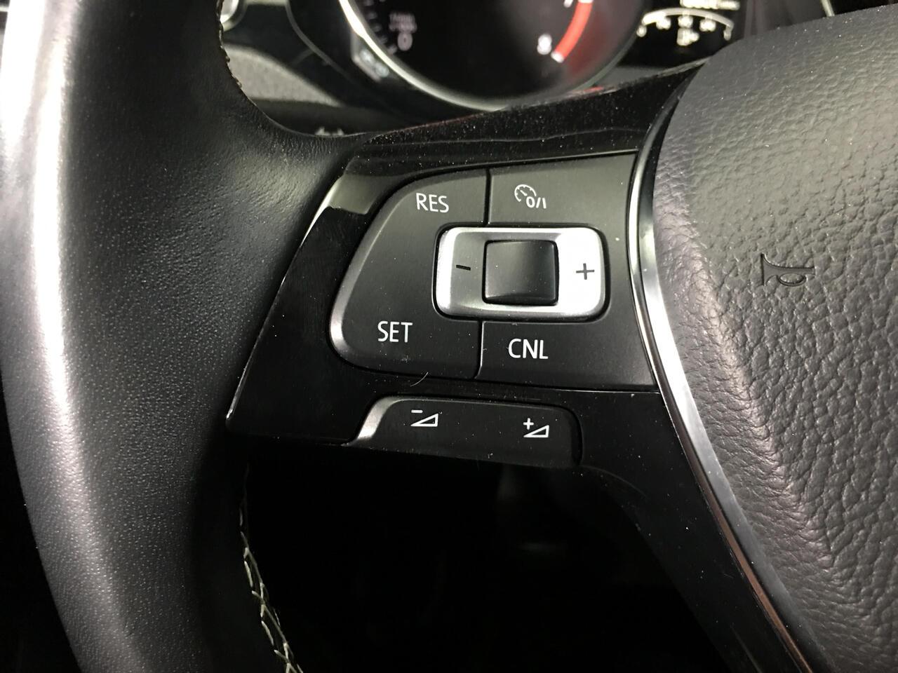 Pre-Owned 2016 Volkswagen Jetta Sedan 4dr Auto 1.8T Sport PZEV