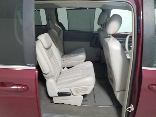 2009 Chrysler Town & Country Touring **CARFAX CERTIFIED**