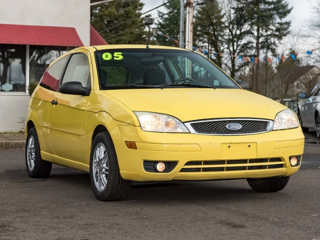 2005 Ford Focus ZX3 YELLOW