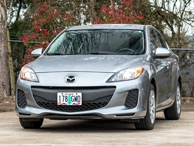 2013 Mazda MAZDA3 Clean AT with only 66k mi Warranty
