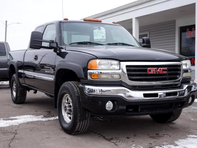 2005 GMC Sierra 2500HD Work Truck Ext. Cab Long Bed 4WD